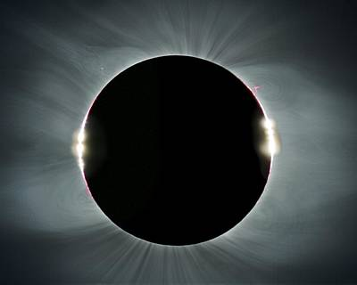 Round Beads Photograph - Total Solar Eclipse by Juan Carlos Casado (starryearth.com)