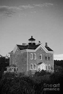 Saugerties Photograph - Saugerties Lighthouse by Skip Willits