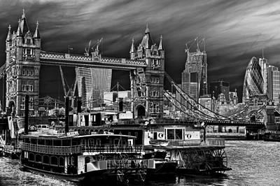 Tower Of London Digital Art - River Thames Art by David Pyatt