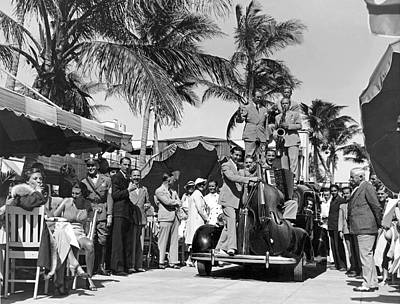 Outdoor Cafes Photograph - A Portable Jazz Band In Miami by Underwood Archives