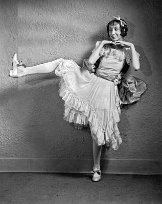 Stage Theater Photograph - A Woman Vaudeville Actor by Underwood Archives