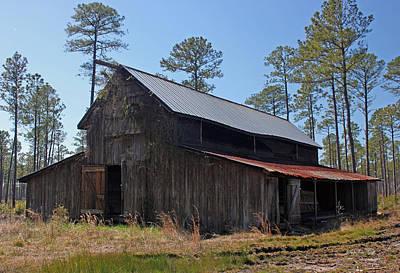 Southern Photograph - Abandoned Carolina Barn by Suzanne Gaff