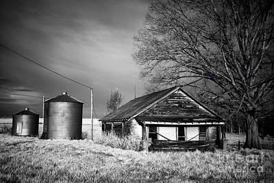 Abandoned Farm In Rural North Carolina Print by Dan Carmichael