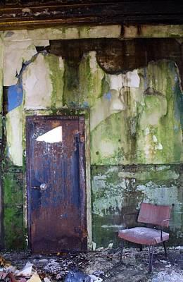 Aberdeen Chair Print by Suzanne Lorenz