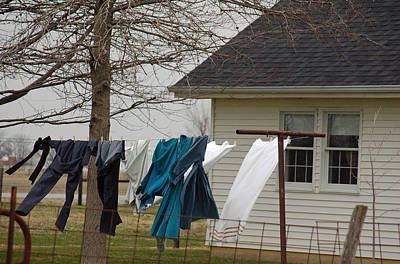 Amish Washday - Allen County Indiana Print by Suzanne Gaff