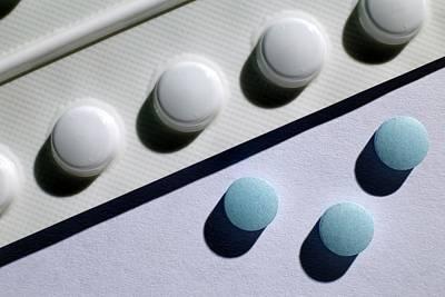 Antidepressant Photograph - Amitriptyline Antidepressant Drug by Victor De Schwanberg