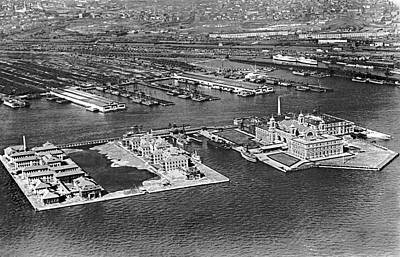 New To Vintage Photograph - An Aerial View Of Ellis Island by Underwood Archives