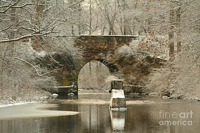 An Arched Stone Bridge Print by Linda Jackson