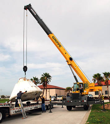 Apollo Capsule Going In For Repairs Print by Science Source