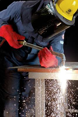 Metal Sheet Photograph - Arc Welder At Work by Crown Copyright/health & Safety Laboratory Science Photo Library