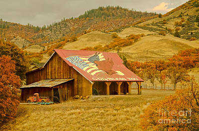 Autumn And The American Barn Print by MaryJane Armstrong