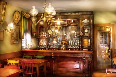 Table Lamp Photograph - Bar - Bar And Tavern by Mike Savad