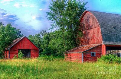 In Eau Claire Wi Photograph - Barn And Corn Crib by Lowell Stevens