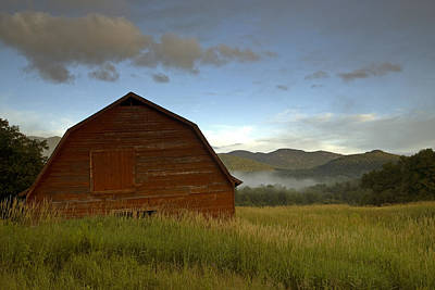 Mountains Photograph - Barn In A Field by Andy Crawford