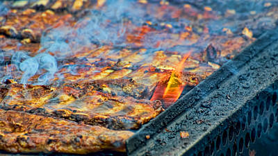 Que Photograph - Bbq Ribs On The Grill by Berkehaus Photography