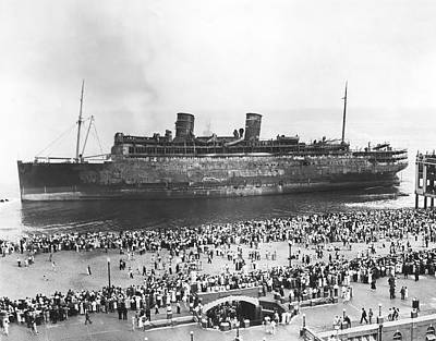Asbury Photograph - Beached Ss Morro Castle by Underwood Archives