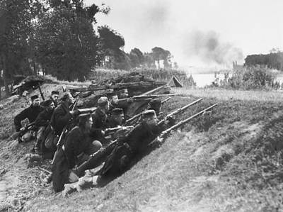 1910s Photograph - Belgian Soldiers In Ambush by Underwood Archives