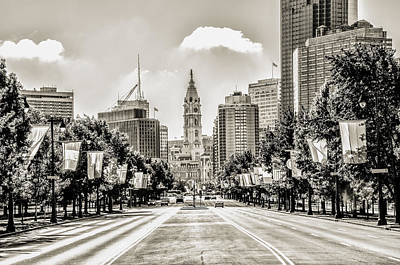 Cityscape Photograph - Black And White Benjamin Franklin Parkway by Bill Cannon