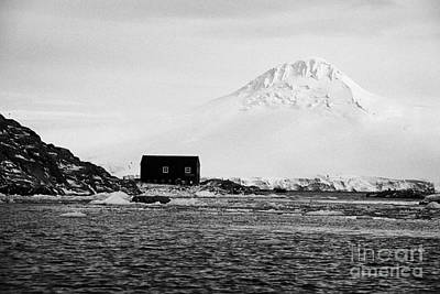 boathouse on goudier island port lockroy with doumer island hill Antarctica Print by Joe Fox