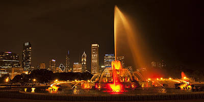 Illuminated Photograph - Buckingham Fountain Panorama by Andrew Soundarajan