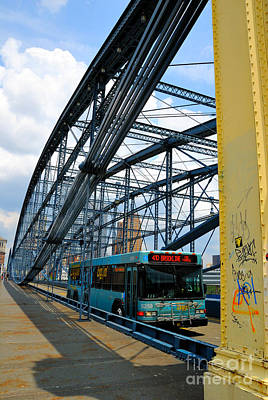 Bus Crossing The Smithfield Street Bridge Pittsburgh Pennsylvania Print by Amy Cicconi