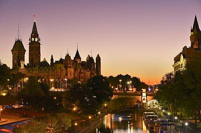 Hill Town Photograph - Canadian Parliament Buildings by Tony Beck