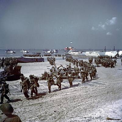 Canadians Soldiers On Juno Beach Print by Everett