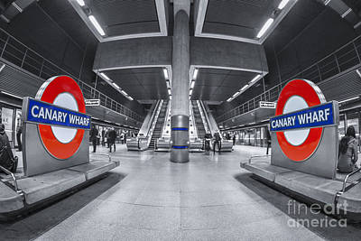 Symmetry Photograph - Canary Wharf by Evelina Kremsdorf