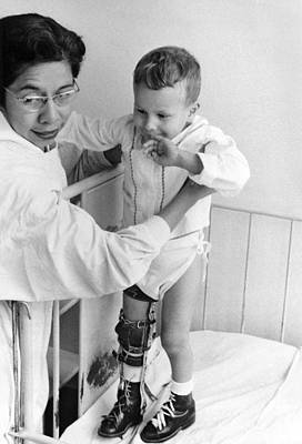 Child In Polio Ward Print by Underwood Archives