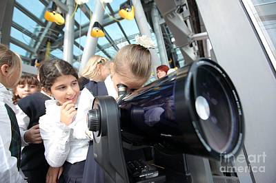 Children Using A Viewing Telescope Print by Ria Novosti