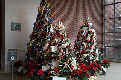 Christmas Display - Mt Vernon - 01131 Print by DC Photographer
