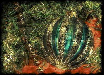 Black Top Digital Art - Christmas Gold by Michelle Frizzell-Thompson