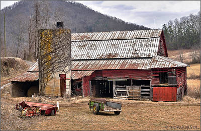 Abandoned House Photograph - Classic Old Barn by Thomas Silver