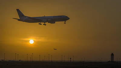 Airliners Photograph - Cleared For Landing Dfw by Joan Carroll
