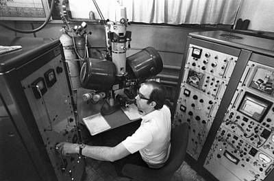 Controls Of Early Electron Microscope Print by Science Photo Library