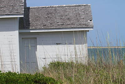 Cottage At Cape Lookout Print by Cathy Lindsey