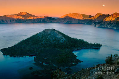 Crater Lake Sunset Print by Inge Johnsson