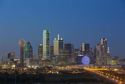 Dallas Skyline Photograph - Dallas Skyline Images 612-2 by Rob Greebon