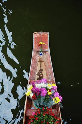 Damnoen Saduak Floating Market Print by Keren Su