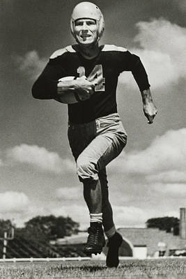Don Hutson Running Print by Gianfranco Weiss