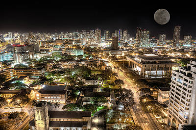 Downtown Honolulu Moonrise Print by Tin Lung Chao