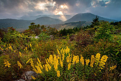 Drama On The Trail Print by Rob Travis