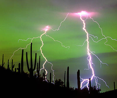 Lightning Photograph - Dramatic Cloud-to-ground Lightning by Thomas Wiewandt
