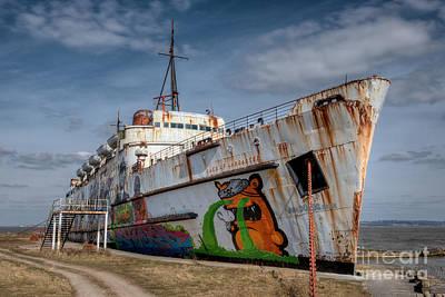 Grimshaw Photograph - Duke Of Graffiti by Adrian Evans