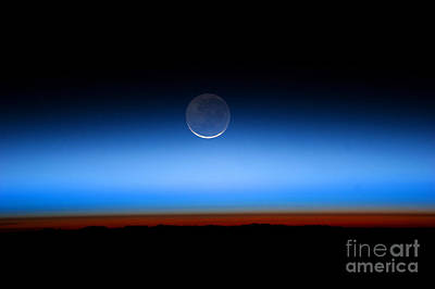 Heavenly Body Photograph - Earthshine On A New Moon by Science Source