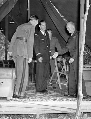 Dwight Photograph - Eisenhower Greets De Gaulle by Underwood Archives