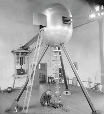 Generator Photograph - Electrostatic Generator by Emilio Segre Visual Archives/american Institute Of Physics