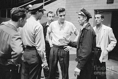 Elvis Presley Speaking With Police Officers In 1956 Print by The Phillip Harrington Collection