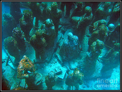 Estatuas Submarinas Original by Agus Aldalur