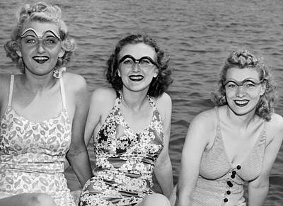 Enjoyment Photograph - Eye Shades For The Sun by Underwood Archives